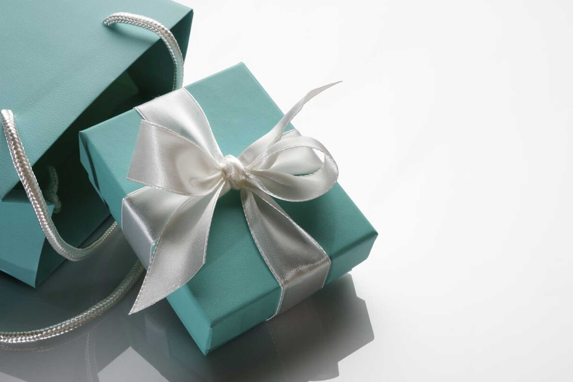 Shop And Purchase Gifts Specialty Gift & Gourmet Food Baskets Procurement Of Hard To Find Items (Luxury Watches, Hermes Purses etc.. Returns/Exchanges Holiday Shopping Gift Wrapping
